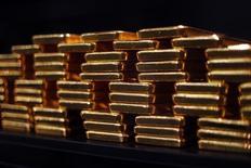 Слитки золота в хранилище ProAurum в Мюнхене. 6 марта 2014 года. Второй по величине производитель золота и крупнейший производитель серебра в РФ Полиметалл договорился о покупке действующего золотого рудника в Армении в надежде использовать его перерабатывающие мощности для других активов в регионе, сообщила компания в среду. REUTERS/Michael Dalder