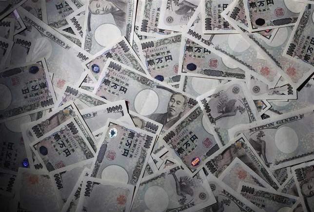 3月3日、日本政府関係者は、2月末に上海で開かれた20カ国・地域(G20)財務相・中央銀行総裁会議で、円についての議論があったとする会議関係者の発言をめぐる報道を否定した。写真は都内で2010年8月撮影(2016年 ロイター/Yuriko Nakao)