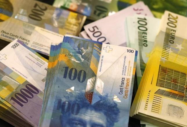 3月2日、欧州では、これまで保守的な資金運用を旨としていた保険会社や年金基金が高リスクの不動産セクターへの投資を拡大している。写真はベルンで2014年11月撮影(2016年 ロイター/Ruben Sprich)
