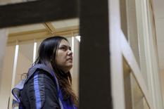 """Подозреваемая в убийстве ребенка няня Гульчехра Бобокулов в суде в Москве 2 марта 2016 года. Няня из Узбекистана, арестованная по подозрению в убийстве четырехлетней девочки, призналась на опубликованной в интернете видеозаписи, что мстила Владимиру Путину за бомбардировки Сирии. Кремль в ответ назвал ее """"совершенно невменяемой женщиной"""". REUTERS/Maxim Shemetov"""