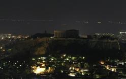 Вид на акрополь в Афинах 28 марта 2009 года. Регулирующие органы Евросоюза одобрили соглашение Греции с участниками строительства Трансадриатического газопровода ТАР, по которому Европа будет получать газ из Азербайджана. REUTERS/Yiorgos Karahalis