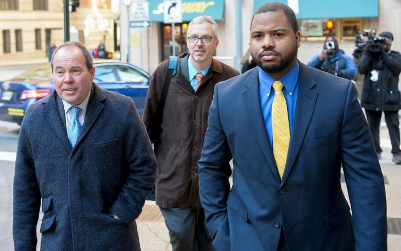 Baltimore police officer William Porter (R) and his attorneys Joseph Murtha (L) and Gary Proctor arrive at the courthouse for pretrial hearings in the case of Caeser Goodson in Baltimore, Maryland, in this January 6, 2016 file photo. REUTERS/Bryan Woolston/Files