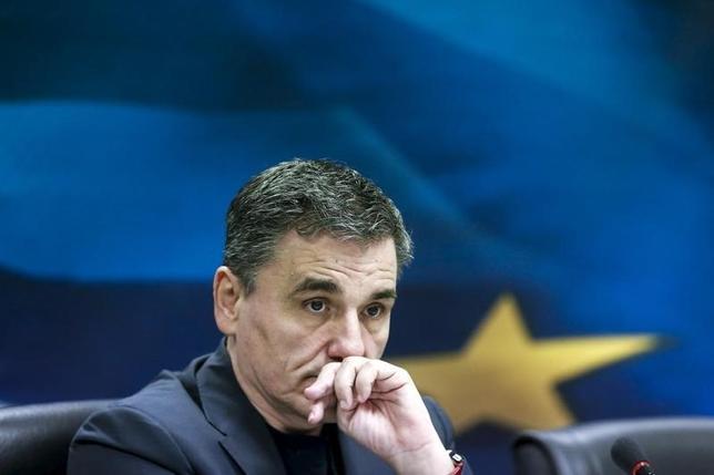 3月3日、ギリシャのツァカロトス財務相(写真)は、基礎的財政収支(プライマリーバランス)の黒字目標を達成するために一段と年金を削減すべきとの国際通貨基金(IMF)の要求は受け入れられないと言明した。1月撮影(2016年 ロイター/Alkis Konstantinidis)