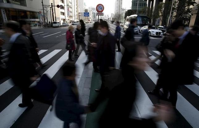 3月4日、1月の毎月勤労統計調査では、名目賃金に当たる現金給与総額が前年比0.4%増の26万9725円だった。都内で2月撮影(2016年 ロイター/YUYA SHINO)
