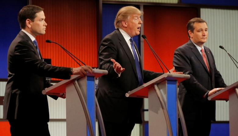 Republican U.S. presidential candidate Donald Trump gestures between rival candidates Marco Rubio (L) and Ted Cruz (R) at the U.S. Republican presidential candidates debate in Detroit, Michigan, March 3, 2016. REUTERS/Jim Young
