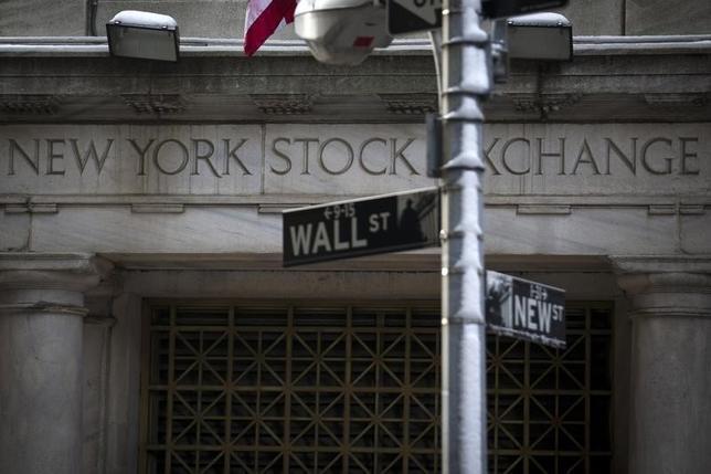 3月4日、米国株式市場は主要3指数が続伸して取引を終えた。写真は2014年2月、ニューヨーク証券取引所前で撮影(2016年 ロイター/Brendan McDermid)