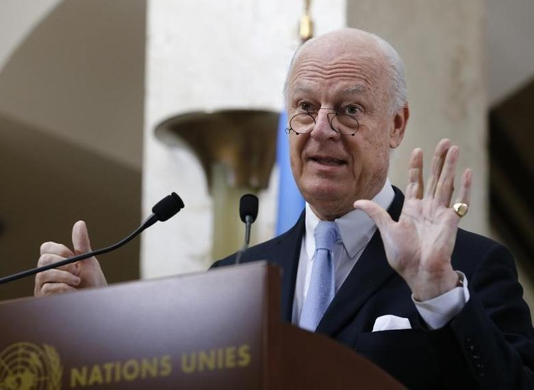Staffan de Mistura, United Nations Special Envoy for Syria, shows six with his hands as six days of the truce holding, during a news conference after a meeting of the Task Force for Humanitarian Access at the U.N. in Geneva, Switzerland, March 3, 2016.  REUTERS/Denis Balibouse