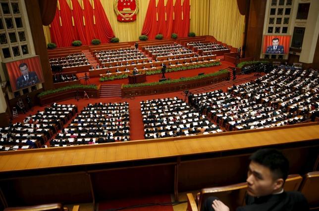 3月5日、中国の第12期全国人民代表大会の第4回会議が北京で開幕。李首相は5カ年計画で、2016年から20年までの年平均成長率目標を6.5%以上にすると表明した(2016年 ロイター/DAMIR SAGOLJ)