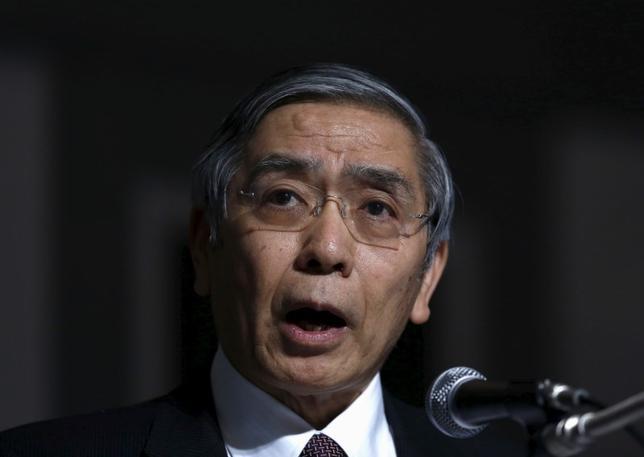 3月7日、黒田東彦日銀総裁は都内で講演し、マイナス金利付き量的・質的金融緩和(QQE)の効果は「極めて大きい」と強調し、今後の政策運営について、現段階では実体経済への浸透や波及を「しっかり見極めたい」と語った。写真は都内で2月撮影(2016年 ロイター/Yuya Shino)