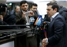 Le Premier ministre grec, Alexis Tsipras. Les ministres des Finances de la zone euro (Eurogroupe) discuteront d'un allègement de la dette grecque une fois qu'il aura été vérifié qu'Athènes a mis en oeuvre les réformes promises. /Photo prise le 7 mars 2016/REUTERS/François Lenoir