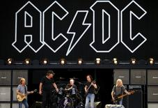 Members of the rock group AC/DC (L-R) Stevie Young, Brian Johnson, Chris Slade, Angus Young and Cliff Williams perform during a rehearsal at Stadium Australia in Sydney, Australia, November 3, 2015.  REUTERS/David Gray
