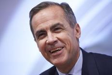 El gobernador del Banco de Inglaterra, Mark Carney, apoyó el martes el acuerdo con la Unión Europea del primer ministro David Cameron antes del referéndum de permanencia en junio, alegando que el acuerdo permitía al banco central hacer su trabajo. En la imagen, el gobernador del Banco de Inglaterra, Mark Carney, habla durante la rueda de prensa por el informe de inflación trimestral en Londres, Inglaterra, el 4 de febrero de 2016.  REUTERS/Niklas Hall'en/Pool