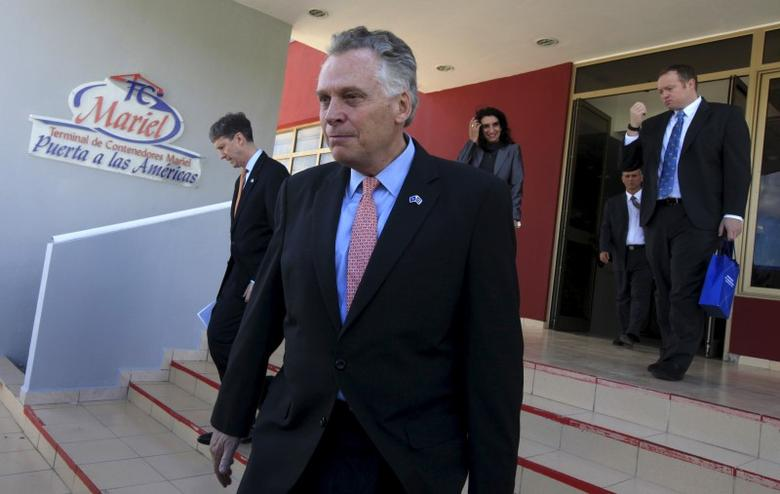 Virginia Governor Terry McAuliffe walks after a news conference at the Mariel port in Artemisa province, Cuba January 5, 2016.  REUTERS/Enrique de la Osa