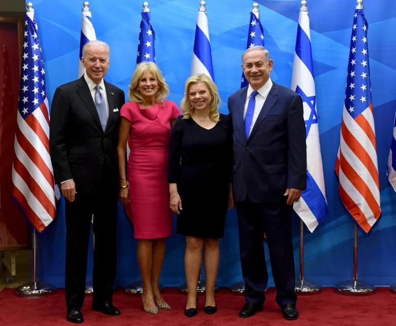 U.S. Vice President Joe Biden (L) and his wife Jill (2nd L) pose for a photograph with Israeli Prime Minister Benjamin Netanyahu (R) and his wife Sara, before their meeting in Jerusalem March 9, 2016. REUTERS/Debbie Hill/Pool