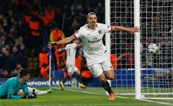 Ibrahimovic comemora gol do PSG contra o Chelsea.  9/3/16.  Reuters/Eddie Keogh