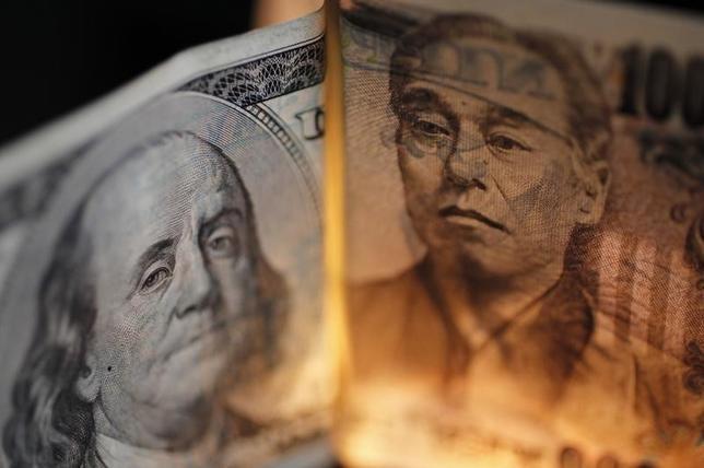 3月10日、正午のドル/円は、前日ニューヨーク市場午後5時時点に比べてドル高/円安の113.58/60円だった。写真は都内で2010年9月撮影(2016年 ロイター/Yuriko Nak)