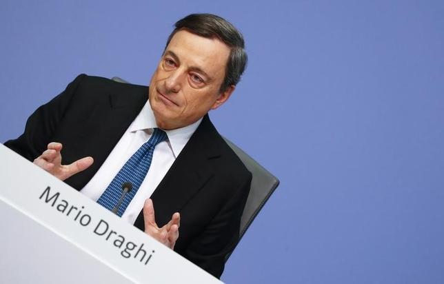 3月10日、ドラギECB総裁は、低インフレの波及を防ぐため、追加緩和に踏み切ったと説明した。写真はフランクフルトの記者会見場で10日撮影(2016年 ロイター/Kai Pfaffenbach)