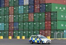 Sur le port de Felixstowe, dans le sud-est de l'Angleterre.  Le déficit commercial marchand de la Grande-Bretagne a diminué en janvier, à 10,289 milliards de livres, mais celui vis-à-vis de l'Union européenne (UE) a atteint 8,090 milliards de livres, un niveau sans précédent. /Photo d'archives/REUTERS/Toby Melville