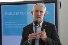 Le président du directoire de la SNCF, Guillaume Pepy, a déclaré lors d'une conférence de presse à Saint-Denis que le groupe s'attendait à un environnement difficile en 2016 face à une concurrence en hausse et un risque terroriste accru. La SNCF a enregistré une perte nette de 12,2 milliards d'euros en 2015 sous l'effet d'une dépréciation de ses actifs. /Photo prise le 11 mars 2016/REUTERS/Benoît Tessier