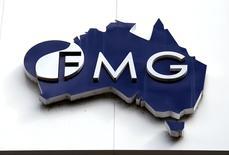El logo de Fortescue Metals Group en su sede en Perth, Australia, 11 de noviembre de 2015. Los tiempos han cambiado. En 2008, cuando el gigante minero global BHP Billiton trató de adquirir a su rival en mineral de hierro Rio Tinto, China se apresuró para comprar una participación de 14.000 millones de dólares en Rio, para bloquear el acuerdo y desbaratar cualquier escasez de suministro. REUTERS/David Gray