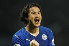 Okazaki comemora gol do Leicester City sobre o Newcastle United.  14/3/16.  Reuters/John Sibley