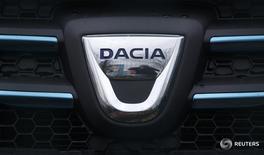 """Логотип Dacia в дилерском центре в Ванденхейме, Франция 21 января 2014 года.  Новым главой Автоваза станет президент и гендиректор румынской """"дочки"""" Renault компании Dacia Николя Мор, сообщил источник, близкий к акционерам Автоваза. REUTERS/Vincent Kessler"""