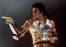 Sony a conclu un accord avec les ayant-droits de Michael Jackson portant sur le rachat, pour 750 millions de dollars (675 millions d'euros), de la part du chanteur dans Sony/ATV Music Publishing, numéro un mondial de l'édition musicale. Cet accord permet au géant japonais de prendre le contrôle de la coentreprise qu'il avait mise sur pied avec Michael Jackson en 1995. /Photo d'archives//REUTERS