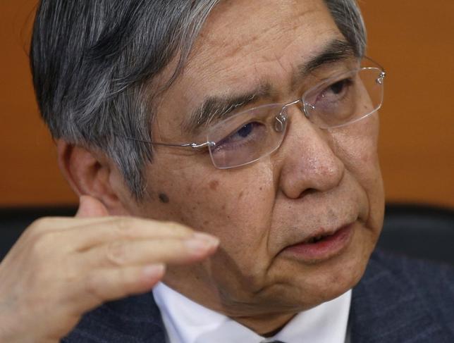 3月16日、日銀の黒田東彦総裁は衆院財務金融委員会で、現行マイナス0.1%となっているマイナス金利政策の拡大余地について、理論的には相当にあると語った。日銀本店で15日撮影(2016年 ロイター/Toru Hanai)