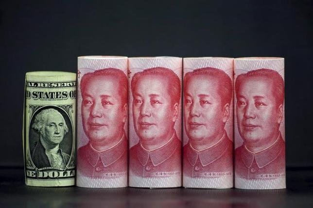 3月16日、中国国家外為管理局(SAFE)は、人民元相場が安定するにつれて、資本流出圧力が緩和しつつあるとの見解を明らかにした。1月撮影(2016年 ロイターJason Lee)