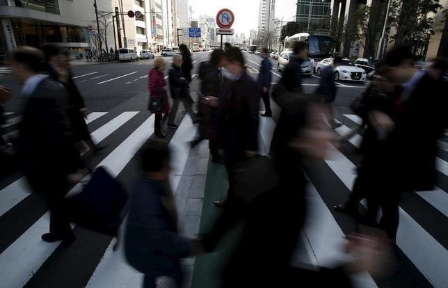 3月16日、日銀が公表した適用金利別の当座預金残高から、マイナス金利政策の導入間もない中で、収益の最大化を狙った市場での裁定取引が進展していない状況が浮かび上がった。写真は2月19日、都内で撮影(2016年 ロイター/Yuya Shino)