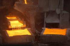 La planta de cátodos de cobre de Enami en Tierra Amarilla, Chile, dic 15, 2015. Los precios del cobre escalaron a su punto más alto en más de cuatro meses el jueves, impulsados por las señales de la Reserva Federal de Estados Unidos de que no subirá las tasas de interés tanto como había indicado el año pasado, además de una baja en los inventarios y un avance de los mercados de acciones.  REUTERS/Ivan Alvarado