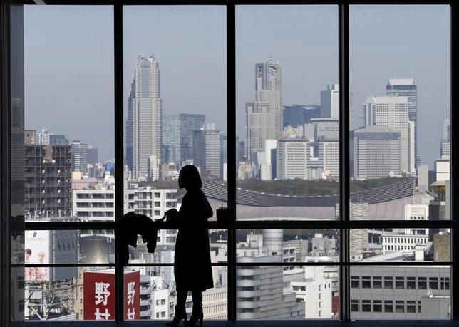 3月19日、安倍晋三首相は、3月末にも2016年度予算に計上した公共事業などの執行前倒しを関係閣僚に指示する方針であることを複数の政府、与党関係者が明らかにした(2016年 ロイター/Issei Kato)