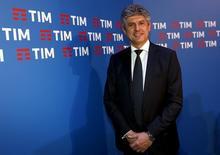 Telecom Italia a confirmé lundi négocier le départ de son administrateur délégué Marco Patuano, qui était sous pression depuis plusieurs semaines en raison de divergences stratégiques avec Vivendi, le principal actionnaire de l'opérateur télécoms italien. /Photo prise le 13 janvier 2016/REUTERS/Remo Casilli