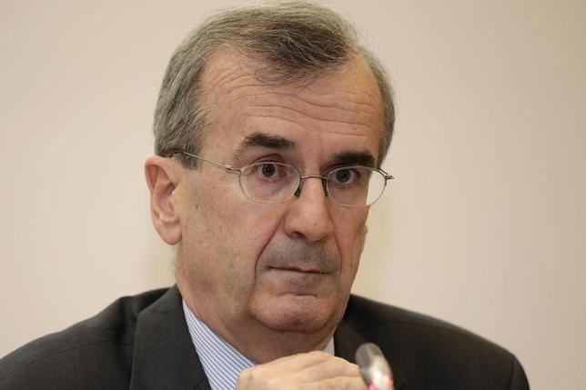 3月21日、ECB理事会メンバーのビルロワドガロー仏中銀総裁は追加の非伝統的金融政策措置が現時点で政策課題となっていないとの認識を表明した。写真は昨年11月撮影。(2016年 ロイター/Philippe Wojazer)