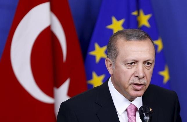 3月18日、EUとトルコは、欧州へ押し寄せる難民問題への対策で合意した。ただ、合意が実行できるかは不透明で、数カ月以内に計画が失敗に終わる可能性もある。写真はトルコのエルドアン大統領、ブリュッセルで2015年10月撮影(2016年 ロイター/Francois Lenoir)