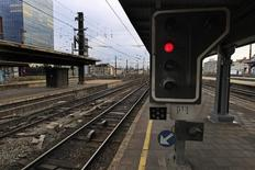 Южный вокзал Брюсселя во время забастовки работников железнодорожного транспорта. 3 октября 2012 года. Европейский оператор высокоскоростных железнодорожных пассажирских перевозок Eurostar во вторник остановил движение поездов в Брюссель и из Брюсселя в связи со взрывами в бельгийской столице. REUTERS/Yves Herman