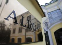 The Moscow office of Russian diamond miner Alrosa is reflected in the company's name plate in central Moscow, Russia, in this October 2, 2013 file photo.  REUTERS/Tatyana Makeyeva/Files