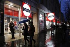 L'Autorité de la concurrence a annoncé l'ouverture d'une enquête approfondie sur le projet d'acquisition de Darty par le groupe Fnac, qui fait l'objet d'une contre-offre de la part du groupe sud-africain Steinhoff International, maison-mère de Conforama. /Photo prise le 1er mars 2016/REUTERS/Jacky Naegelen