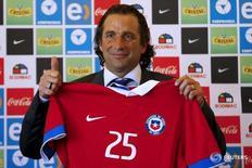 Técnico do Chile, Pizzi, durante sua apresentação em Santiago.  5/2/2016. REUTERS/Ivan Alvarado