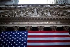 La Bourse de New York a fini en légère hausse jeudi de 0,08%, effaçant ses pertes en toute fin de séance en réaction à la remontée des cours du pétrole. /Photo d'archives/REUTERS/Eric Thayer