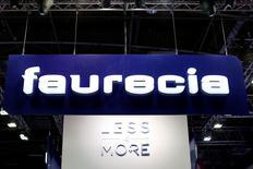 Faurecia est l'une des valeurs à suivre à la Bourse de Paris après l'équipementier a annoncé vendredi que sa filiale américaine de systèmes d'échappement faisait partie des fournisseurs visés par une action judiciaire de groupe pour  pratiques anticoncurrentielles aux Etats-Unis. /Photo d'archives/REUTERS/Benoît Tessier