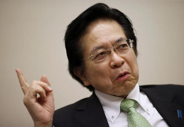 3月29日、安倍晋三首相の経済ブレーンである本田悦朗・内閣官房参与(兼スイス大使)=写真=が訪米し、来年4月に予定されている消費税引き上げをめぐり、米投資家から意見を聞く予定であることがわかった。都内で9日撮影(2016年 ロイター/Toru Hanai)