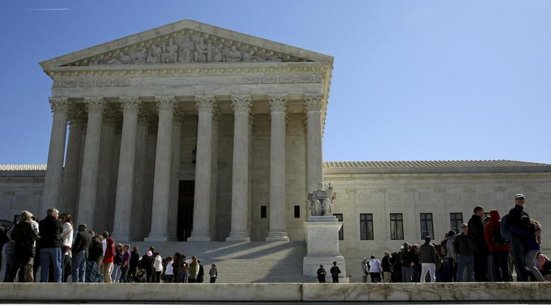 People line up to visit the U.S. Supreme Court in Washington March 29, 2016.   REUTERS/Gary Cameron