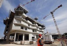 Le rebond attendu dans le secteur du bâtiment en 2016 s'est confirmé sur les trois premiers mois de l'année, mais ses véritables effets sur l'emploi ne devraient pas se faire sentir avant 2017. /Photo prise le 22 mars 2016/REUTERS/Jean-Paul Pélissier