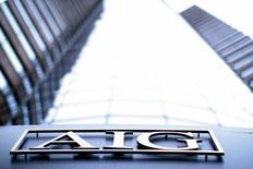 AIG, à suivre jeudi sur les marchés américains. United Guaranty, sa filiale dans l'assurance de prêts hypothécaires, a déposé un dossier en vue d'une introduction à la Bourse de New York pour un montant pouvant atteindre 100 millions de dollars. /Photo d'archives/REUTERS/Eric Thayer