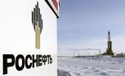 Ванкорское нефтяное месторождение Роснефти к северу от Красноярска. 25 марта 2015 года. Роснефть в 2016 году планирует погасить $14,3 миллиарда из своего чистого долга, который на конец 2015 года составил $23,2 миллиарда, говорится в презентации компании, опубликованной в четверг. REUTERS/Sergei Karpukhin