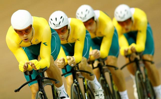 Australia's team race during the 4000m team pursuit qualifying at the 2014 Commonwealth Games in the Chris Hoy velodrome in Glasgow, Scotland, July 24, 2014. REUTERS/Andrew Winning