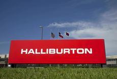 Le ministère américain de la Justice va intenter une action en justice cette semaine pour empêcher Halliburton de racheter Baker Hughes, une opération qui regrouperait les numéros deux et trois des services pétroliers, /Photo d'archives/REUTERS/Richard Carson