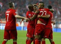 Jogadores do Bayern de Munique comemoram gol contra o Benfica.  05/04/16.    REUTERS/Michael Dalder