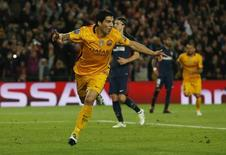 Suárez comemora gol do Barcelona contra o Atlético de Madri.  5/4/16. Reuters/Albert Gea
